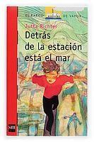 DETRÁS DE LA ESTACIÓN ESTÁ EL MAR